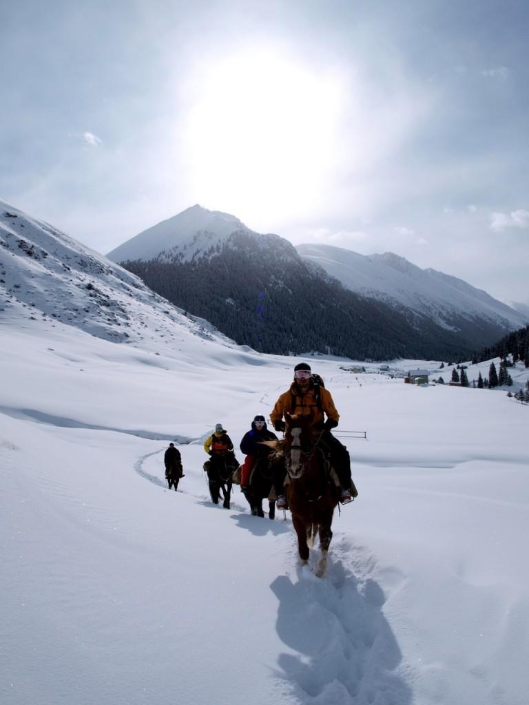 Kirgisiske hestekrefter i mektig natur